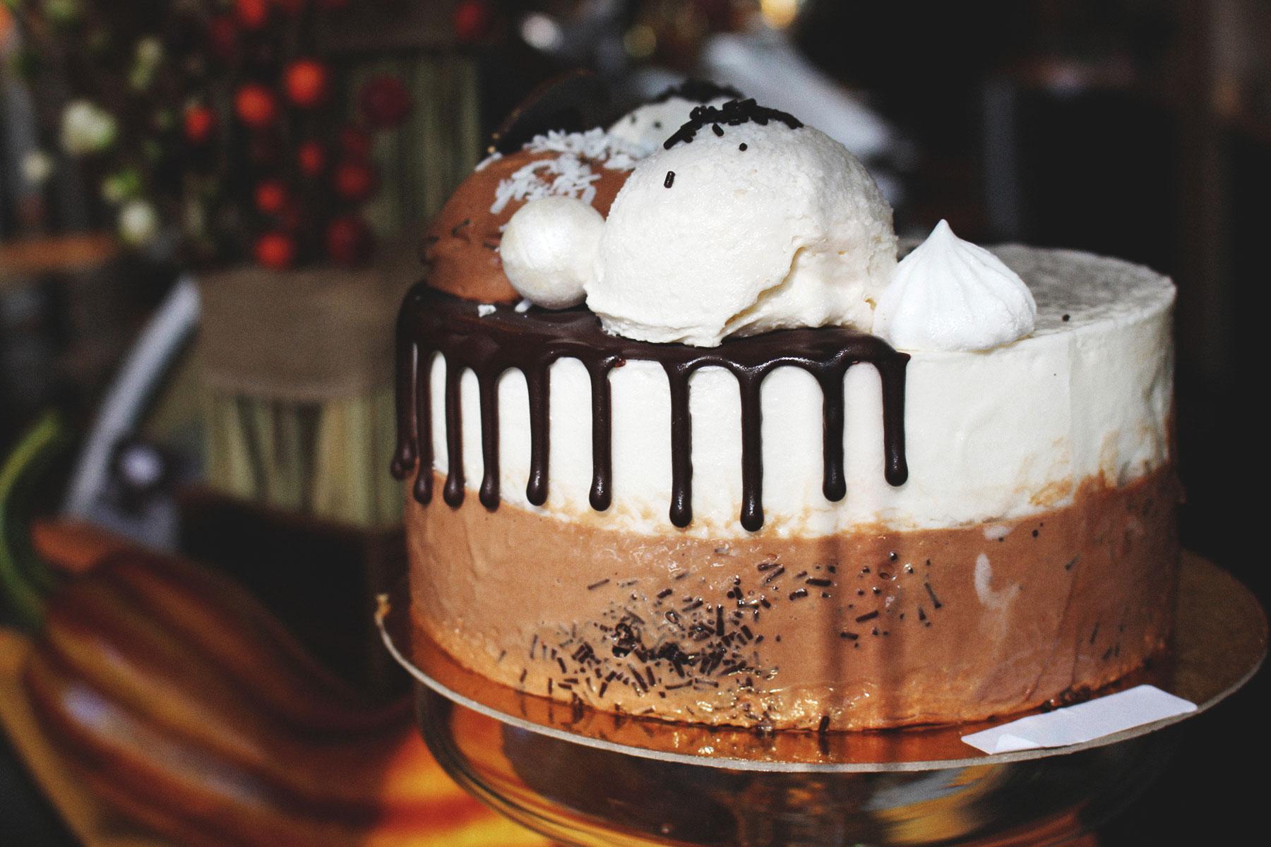 chocolate and vanilla gelato cake